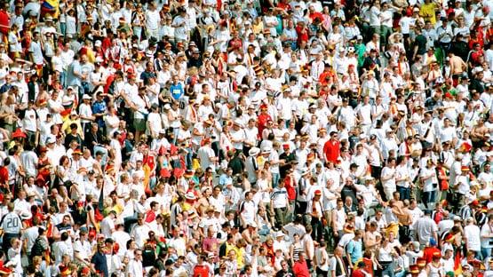 Pwc De Fussballfans Lassen Sich Vereinsliebe Mehr Als 1 000